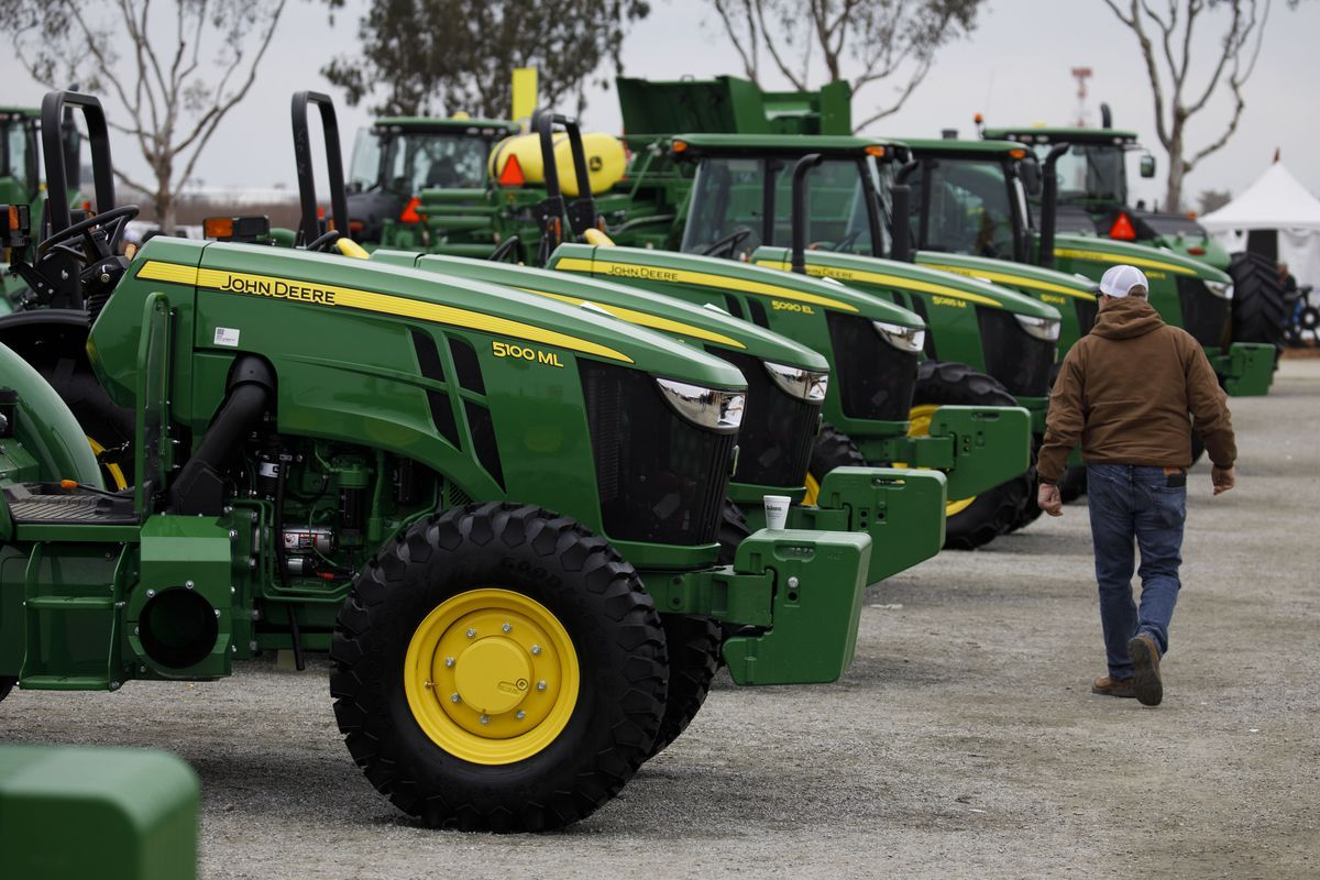 Farm-Equipment Sales Plunge Most Since 2016 in Trade-War Fallout