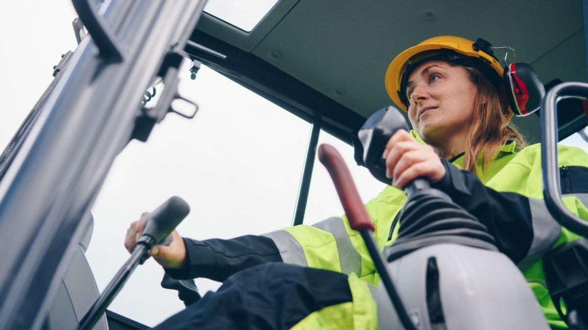 First-Ever National Strategy For Supporting Women In Trades Released By Canadian Apprenticeship Forum