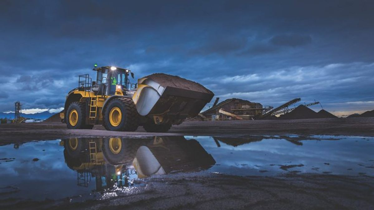 John Deere Delivers 3 New L-Series Wheel Loaders