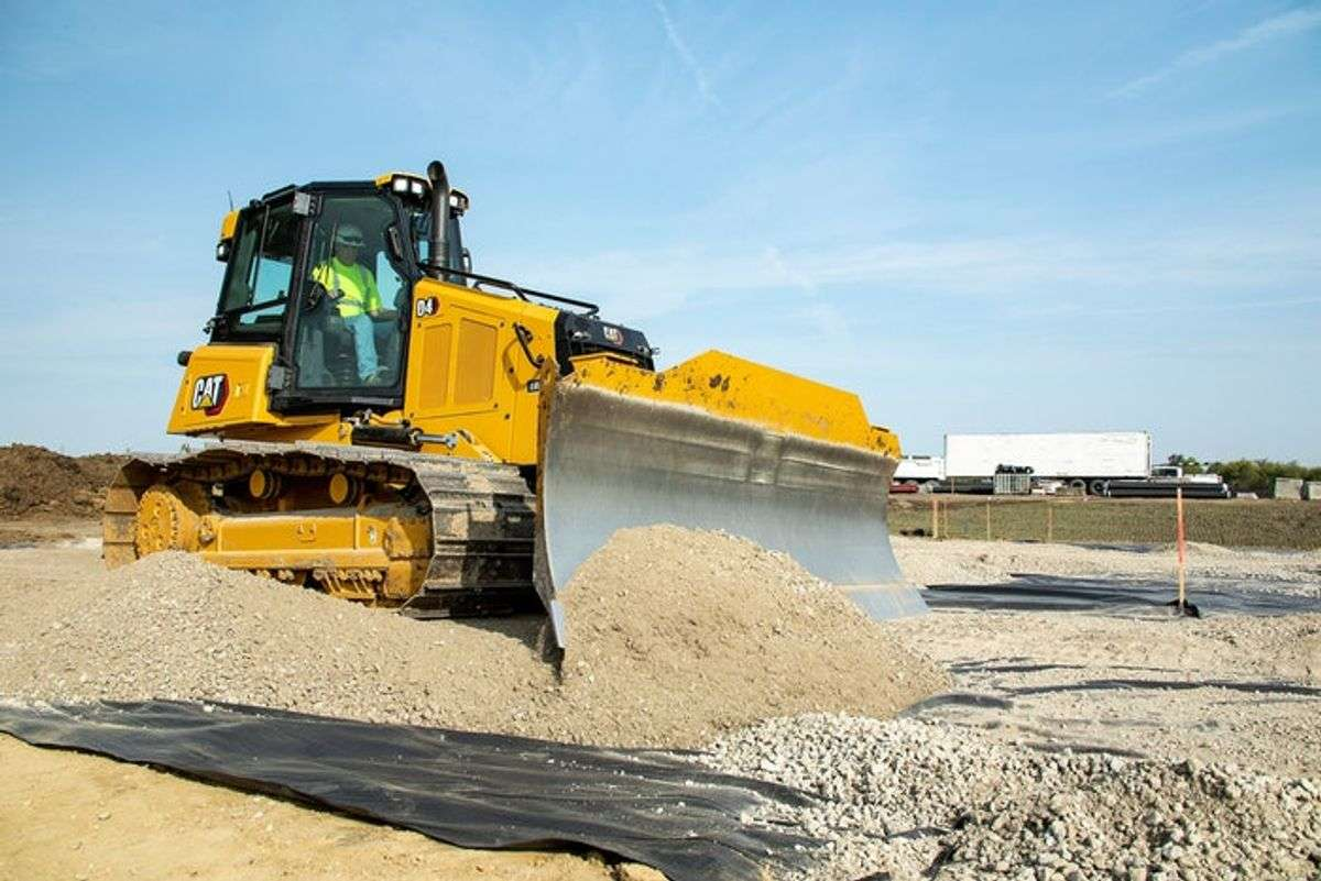 New Cat D4 Boosts Visibility 30% to Front-of-Blade Area
