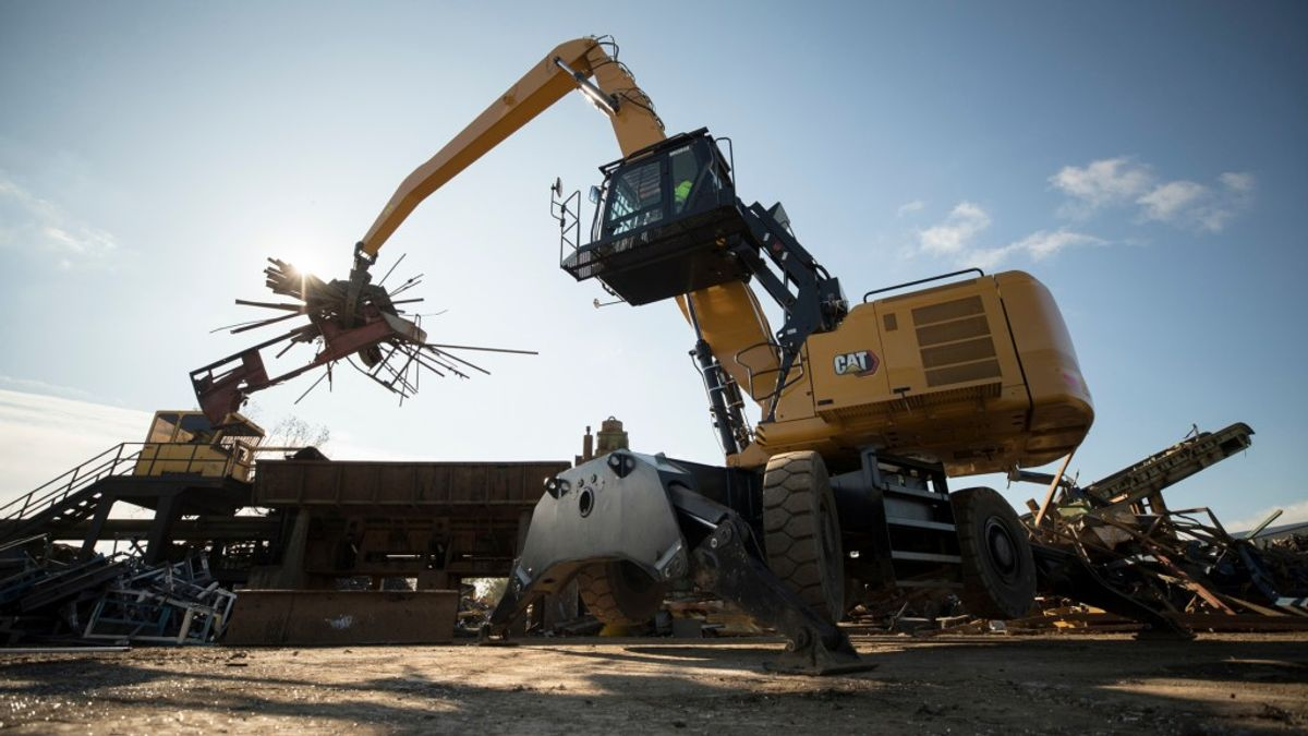 ​New Cat Material Handler Cuts Fuel and Maintenance Costs for Recyclers