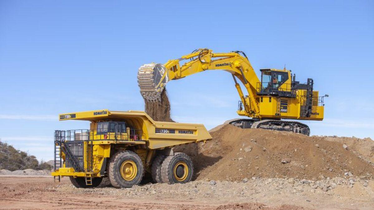 New Komatsu PC2000-11 Excavator Gets Power Boost for Loading 200-ton Trucks