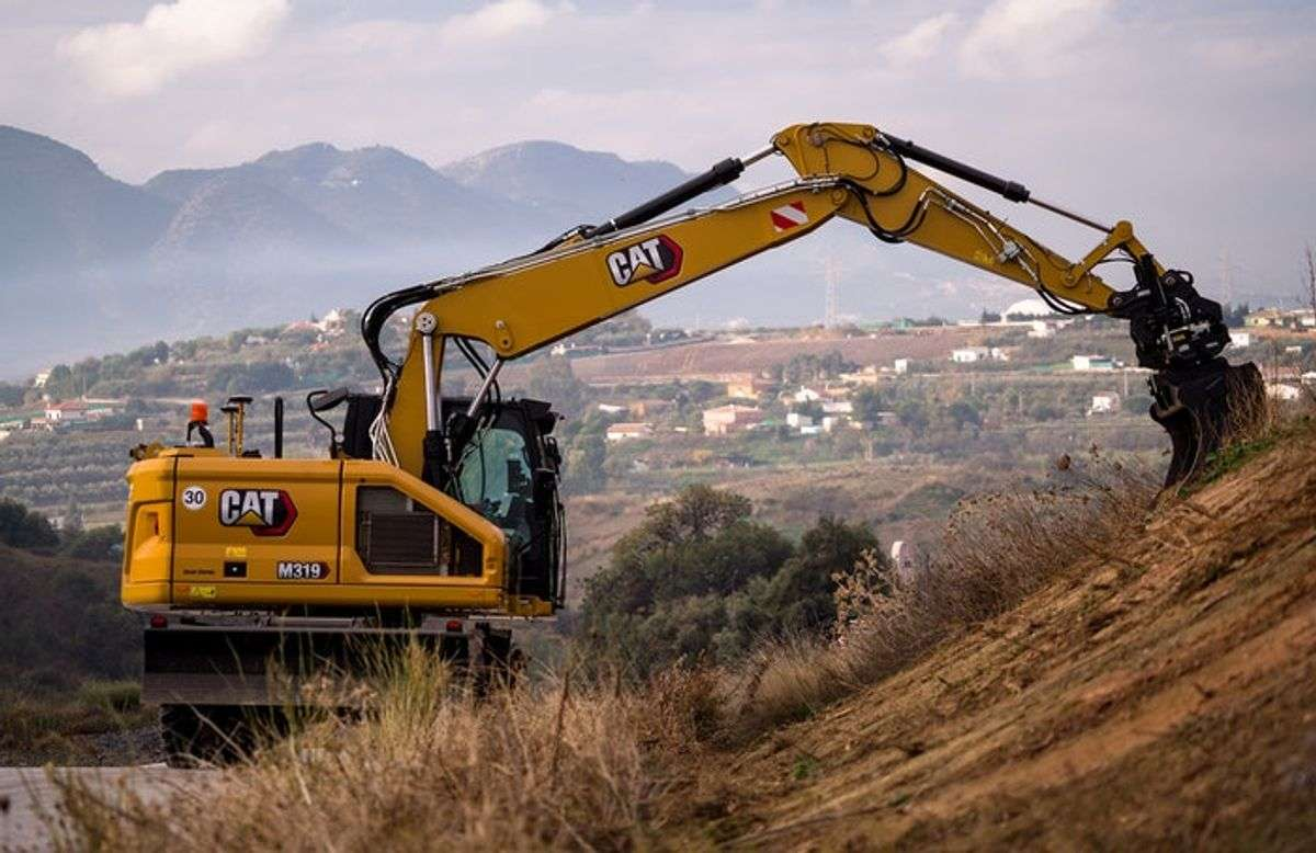 The Long And Short Of It: Cat's New Wheeled M319, M320 Excavators