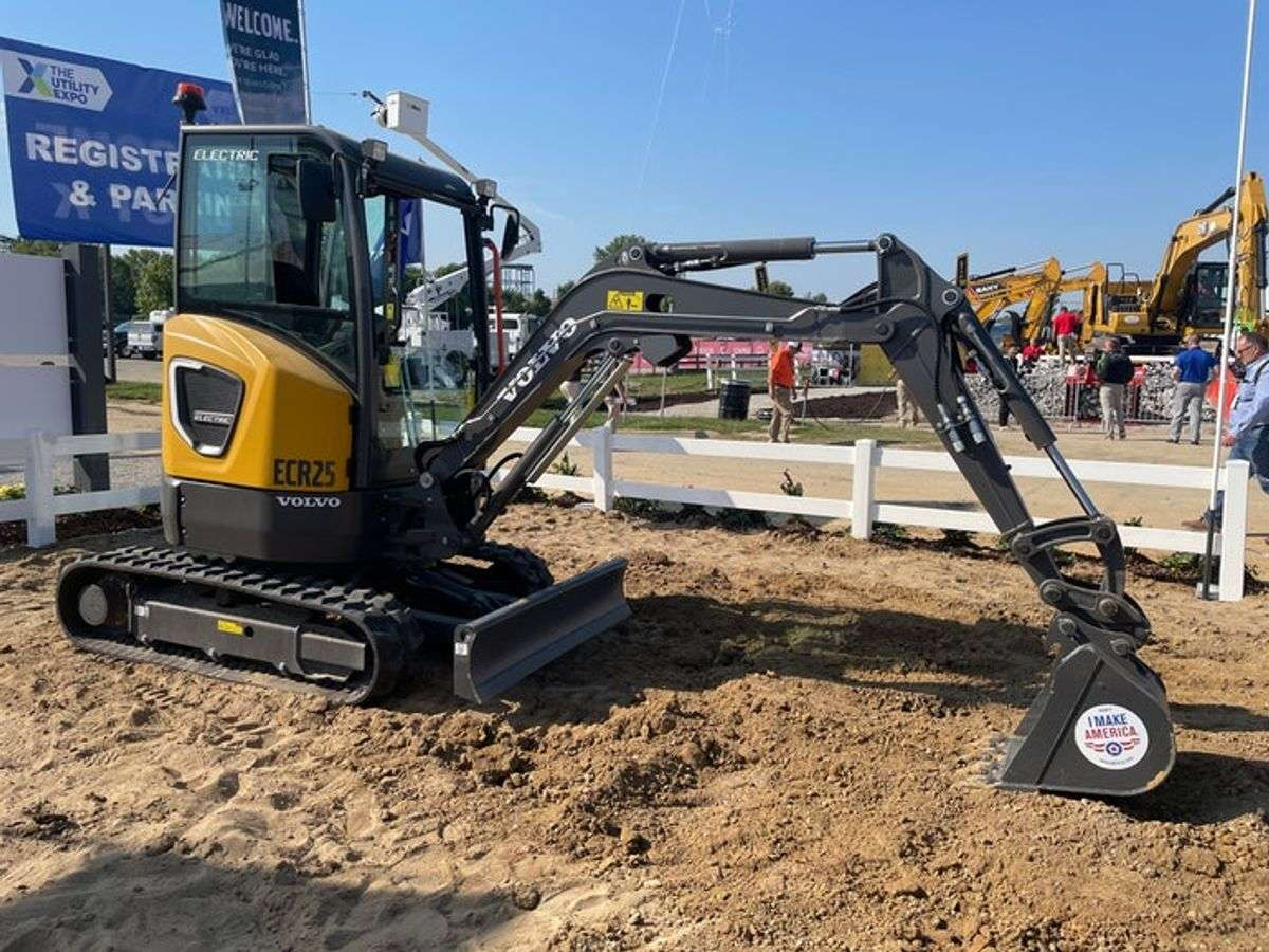 What's It Like To Operate the New Volvo Electric ECR25 Excavator, L25 Loader?